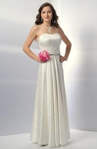 Korzetové svatební šaty s bohatou kolovou sukní.