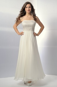 Svatební šaty na ramínka s krajkovým živůtkem a bohatou sukní