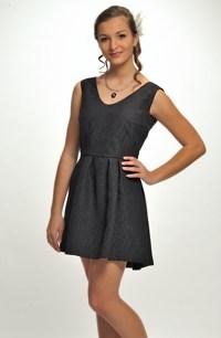 Černé koktejlové šaty z plastické elastické látky