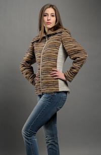 Dámský pletený kabátek s velkým límcem a zapínáním na zip.