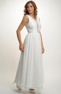 ecddc7643274 Elegantní svatební šaty s jednoduchým sedlem s výšivkou s korálky.