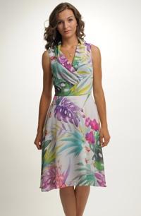 Lehké barevné letní společenské šaty s květy