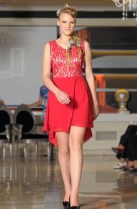 Červené společenské šaty do elastického sedýlka v asymetrické délce. Vel. 38