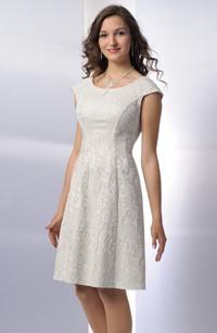 Krátké šaty z netradiční moderní krajky