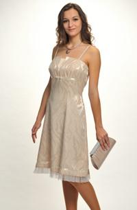Krátké pastelové šaty na ramínka
