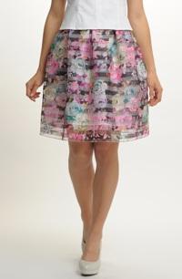 Krátká sukně se sklady