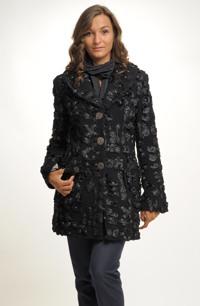 Dámský tříčtvrteční kabát se zapínáním na kovové knoflíky - sleva