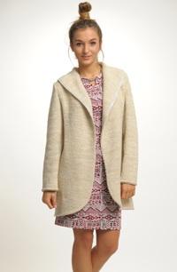 Silný pletený kabátek se zajímavým uvolněným střihem