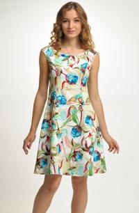 Dívčí krátké šaty na letní svatbu
