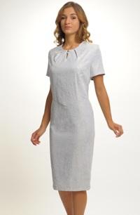 Společenské krátké šaty s plastickým vzorem