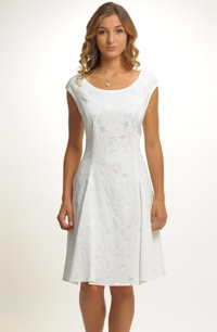Krátké šaty s efektním plastickým vzorem
