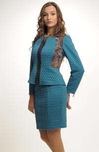 Krátká úzká sukně z módní prošívané pleteniny