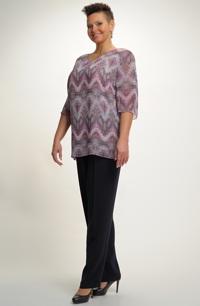 Kalhotový komplet z módního materiálu pro plnoštíhlé