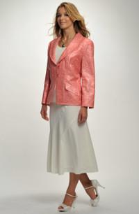 Kostým s dílovou sukní a sakem s plastickým vzorem.