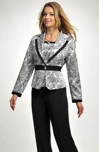 Elegantní kalhotový kostým s topem ve stříbrné barvě.