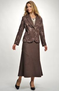 Lodenový kostým s výšivkou na saku