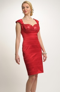 Dámské červené šaty v retro stylu se zajímavým sedýlkem -doprodej