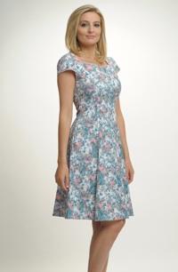 Dámské letní šaty s módním květinovým vzorem