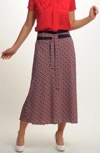 Červená sukně s modrým vzorkem