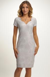 Pouzdrové šaty na svatbu