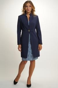 Elegantní krátký kabát na koktejlové šaty