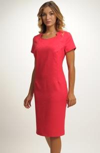 Krátké pouzdrové šaty