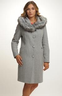 Kabát s kožešinou na kapuci