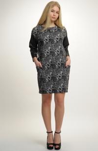 Dámské šaty s kapsami z pleteniny s plastickým vzorem