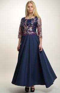 Elegantní plesové šaty se šůskem.
