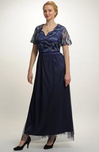 Dlouhé elegantní šaty vhodné jako plesové šaty pro plnější postavy