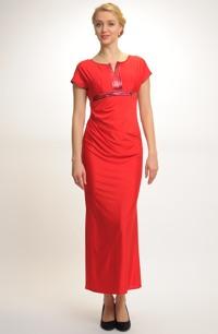 Červené plesové a společenské šaty s členěným předním dílem