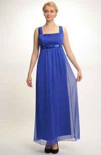 Šaty s řasením na sedle