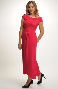 Červené dlouhé plesové šaty