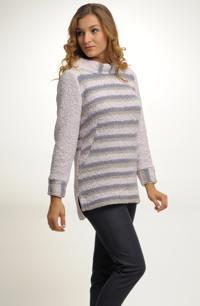Originální huňatý dlouhý svetr s pruhy