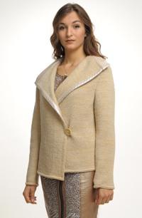 Pleteny kabátek se zapínáním na bok