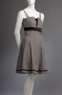 Šaty na ramínka, do sedla s V průstřihem, podložením výstřihu.