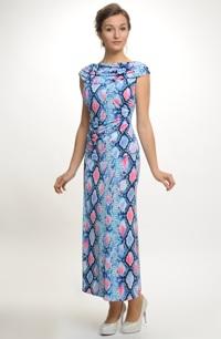 Dámský letní kostýmek z elastické pleteniny
