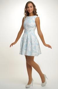 Luxusní mini šaty zdobené zajímavým kovovým efektem