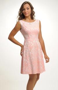 Šaty v duchu 50.let v pastelové barvě