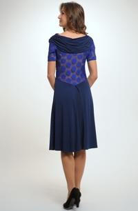 Elastické společenské šaty s ozdobnou krajkou na zádech na živůtku