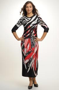 Dlouhé šaty z plastické pleteniny