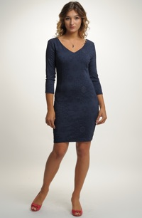 Společenské šaty pouzdrového střihu