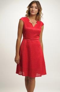 Dívčí krátké červené šaty s malými rukávky