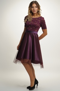 Modní šaty fialové barvy
