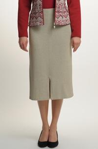 Pletená sukně na plnoštíhlé postavy v přírodní barevnosti