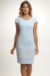 Pouzdrové šaty s barevným zdobením