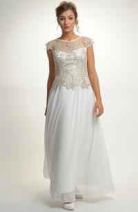 af703ce173b Dlouhé svatební šaty s bohatě řasenou sukní.
