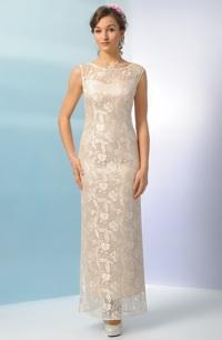 Elegantní svatební šaty z jemné krajky v tělové barvě