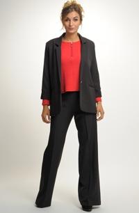 Kalhotový kostýmek je vhodný do zaměstnání e3cbf01f2f9