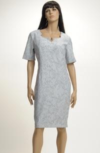 Krátké společenské šaty zdobené bordurou